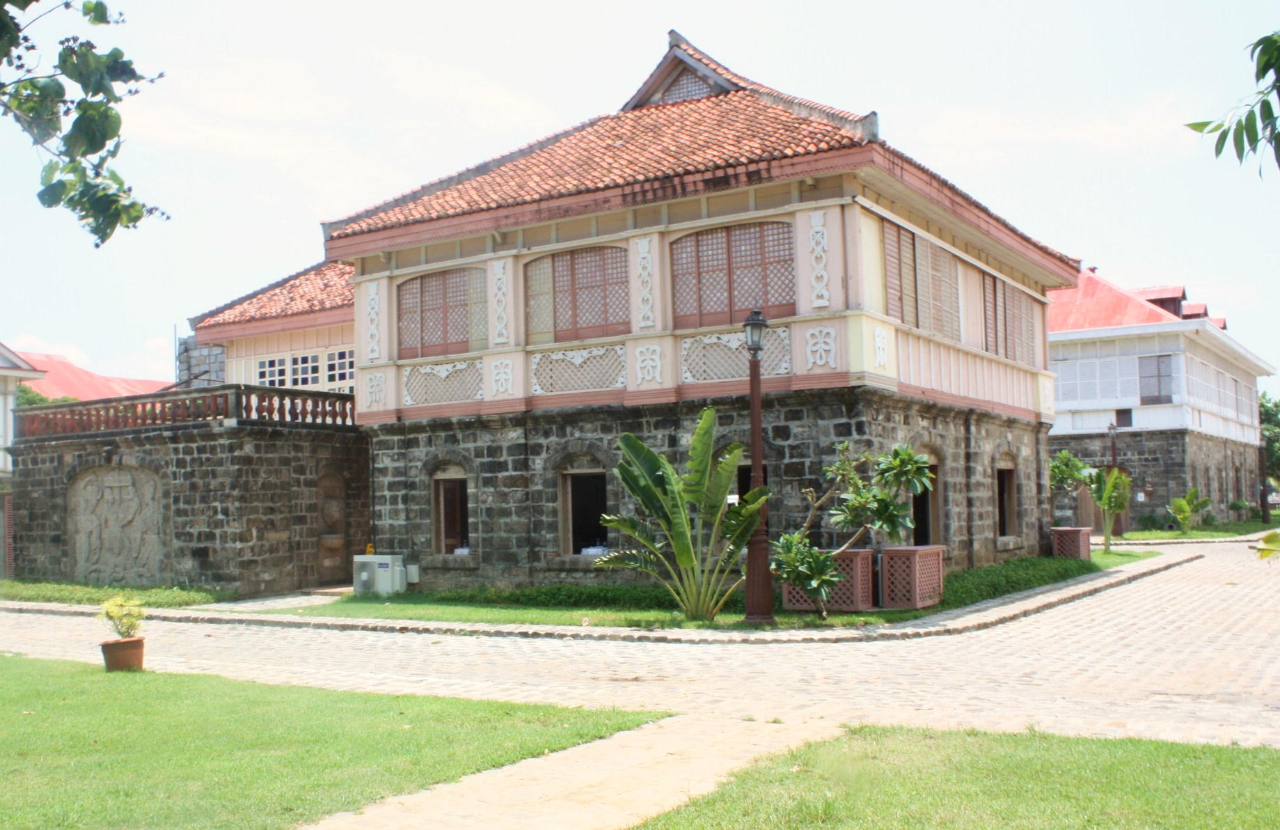 Heritage houses by the south china sea my town for Photos of traditional houses
